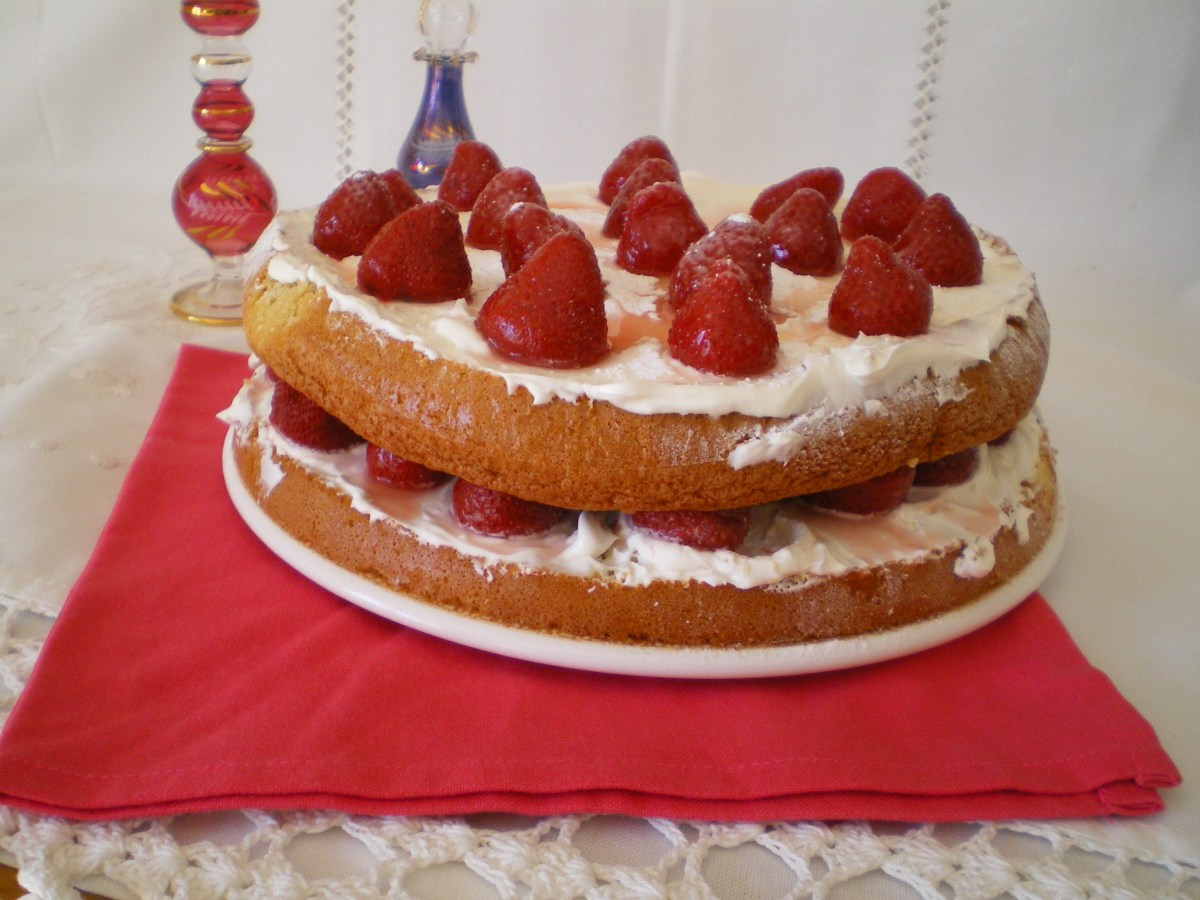 Tarta Genovesa de Nata y Fresas