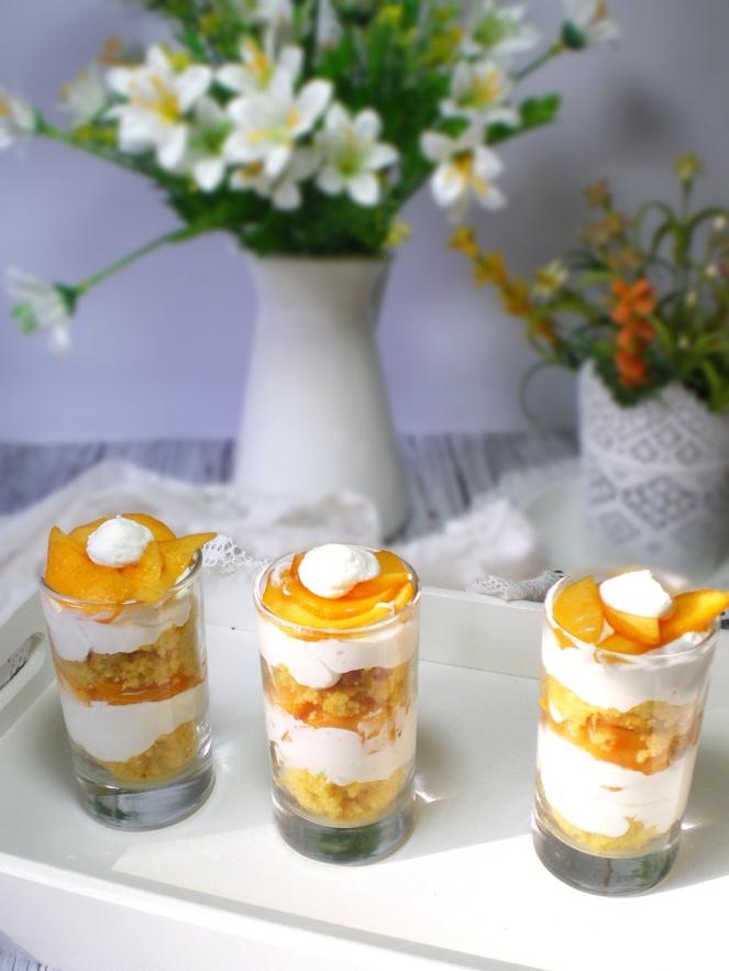 Trifle de melocotón y Nata